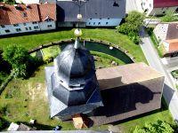 Blick auf die Ev, Kirche in Queienfeld, neu beschiefert 1980 Spitze saniert 2010