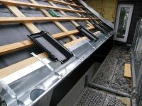 Dachrinne mit zusätzlichen Haltebügeln, Pension 810 Oberhof 2011